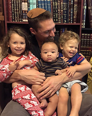 Rabbi Yanklowitz with his family.