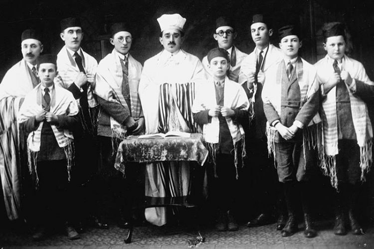 Congregation Sons of Israel choir, 1926. From left: David Lecker, Benjamin Erlich, Julius Weisman, Samuel Lecker, Cantor Maurice Ordman, Hyman Millstein, Morris Isaacson, Charles Erlich, Sidney Altshuler and Nathan Singer.