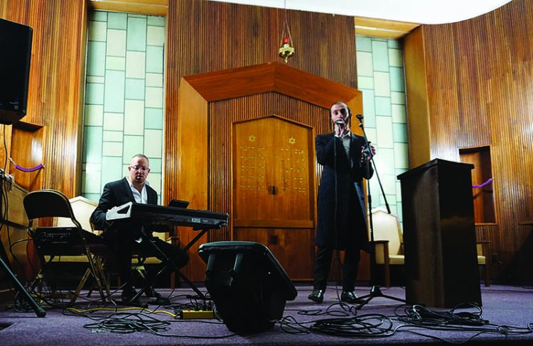 Shulem Lemmer took to the bimah in Lynn last weekend. He is the first ultra-Orthodox singer to sign a major record deal. Photo: Steven A. Rosenberg/Journal staff