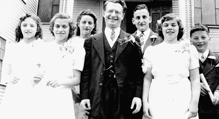 Congregation Sons of Abraham Confirmation class, June 1941. From left: Sally Ann Cohen, Gloria Goldberg, Enid Weinberg, Rabbi Meyer Finklestein, unidentified, Naomi Berman, unidentified.