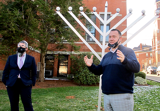 Rabbi Nechemia Schusterman with Peabody Mayor Ted Bettencourt at the menorah lighting.